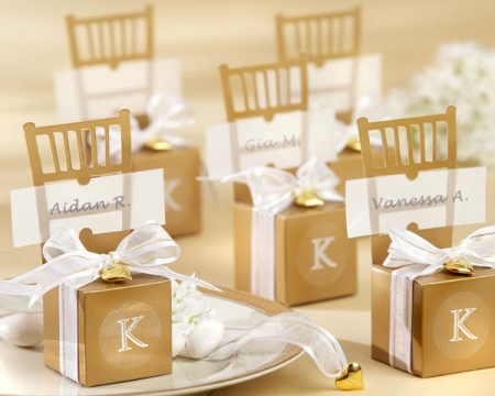 miniature-gold-chair-favor-box-with-heart-charm-and-ribbon
