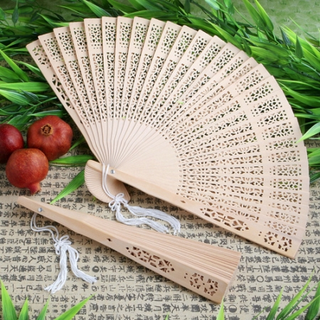 sandalwood-fan-favor